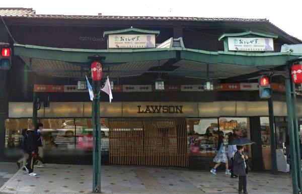 京都の白いローソン(八坂神社前店)