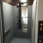 エレベーターの中にある鏡。そのやさしい理由とは?