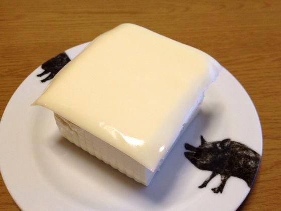 とうふにチーズをのせてチンする