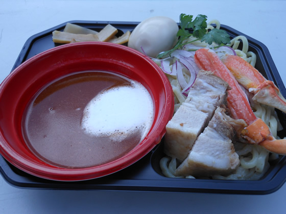 大つけ麺博のカニつけ麺のきゃに~かにゅかにゅ