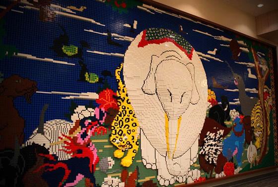 三井淳平さんがレゴで作った鳥獣花木図屏風の画像