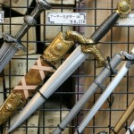 アキバの武器屋「武装商店」には「バールのようなもの」が売っている