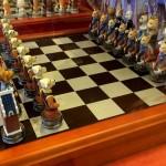 貴族の「犬と猫のチェスセット」がかわいい