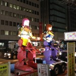 新宿で信号待ちをしていたら、突然巨大ロボットが現れて怖すぎる件