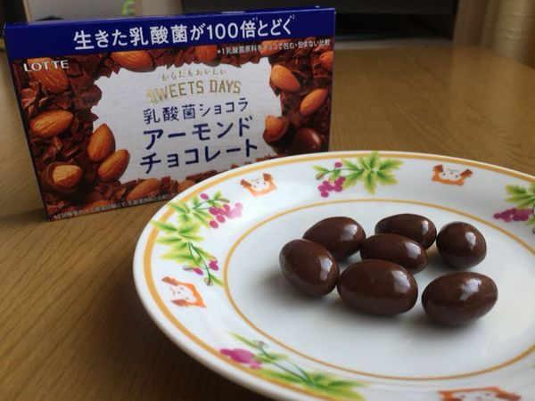 ロッテ「乳酸菌入りアーモンドチョコレート」