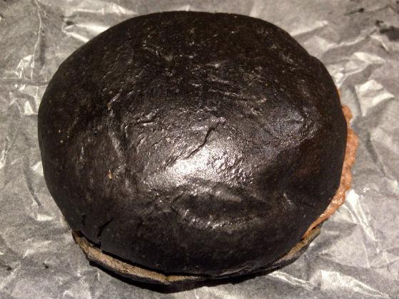 バーガーキングのまっ黒バーガー