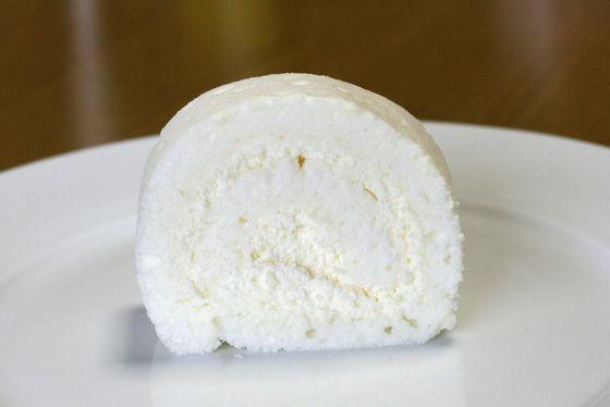 石屋製菓の白いロールケーキ