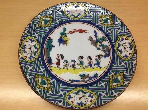 サザエさん展のグッズの九谷焼の皿