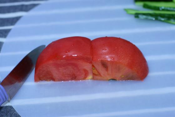 トマトでかぶとをつくる
