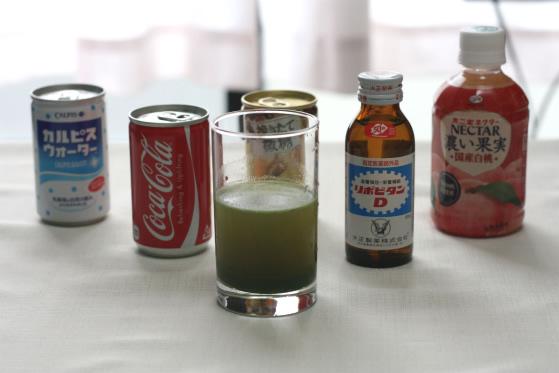 青汁を何で割ればおいしくなるかの実験