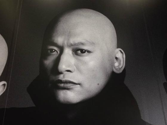 スキンヘッドの香取慎吾のポスター