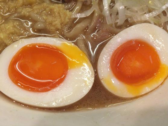 神保町「美空」のしょうがラーメンの半熟卵