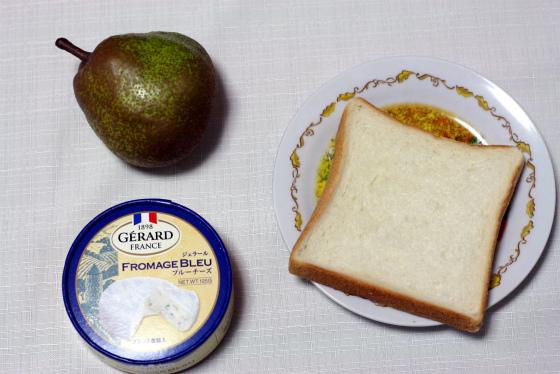洋ナシとブルーチーズと食パン